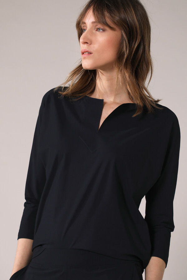 SPLIT NECK LOOSE TOP BLACK