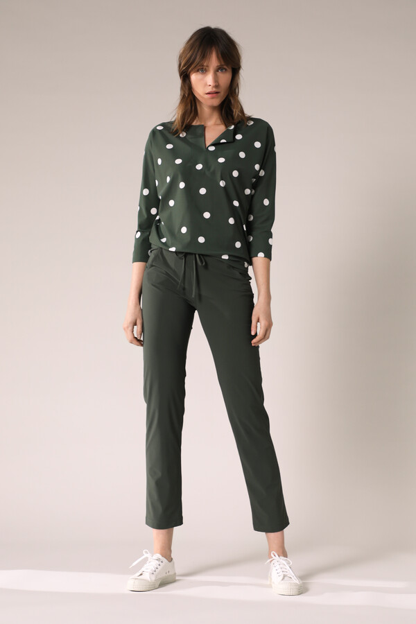 SPLIT NECK LOOSE TOP DOT PRINT GREEN