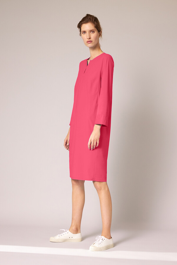 SPLIT NECK DRESS RASPBERRY